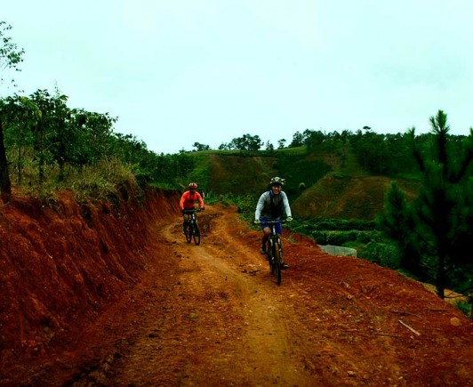 mountainbiking-in-dalat-with-highland-sport-travel-(18)---Copy